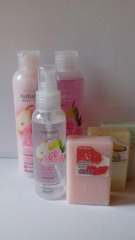 Mýdlo s gelem a tělovým sprejem v sadě s HRUŠKOU A PIVOŇKOU Avon